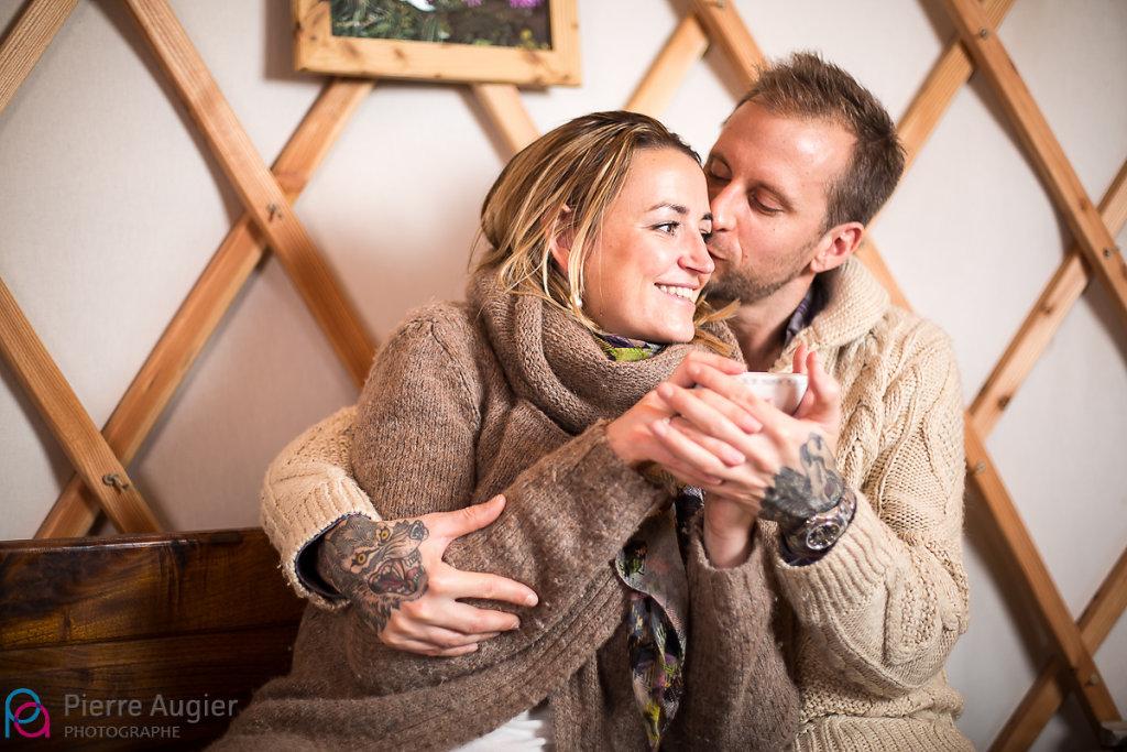 cosy couple engagement haute savoie neige saint pierre en faucigny save the date savoie std yourte