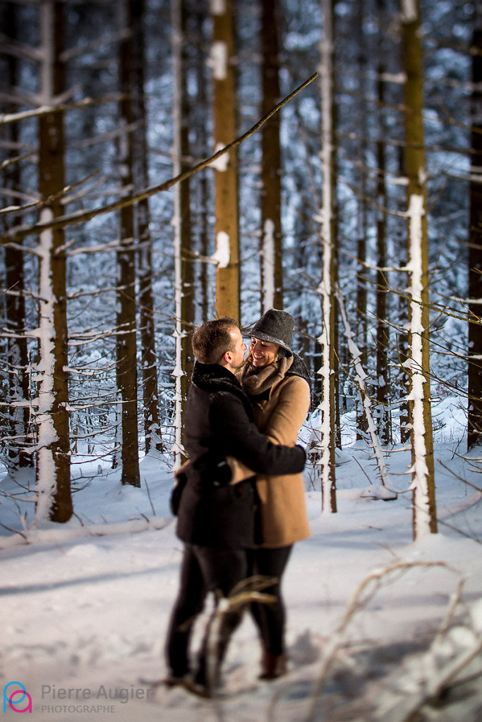 Floriane & Kris - a Save The Date session in the snow