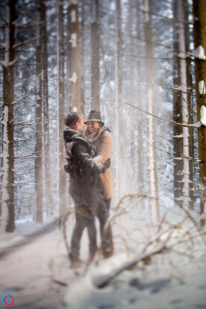 couple engagement foret haute savoie neige saint pierre en faucigny save the date savoie std