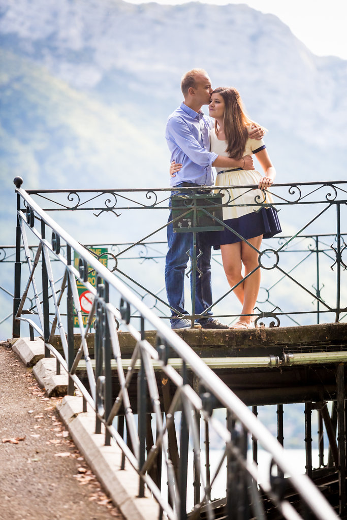 amoureux annecy bridge couple date destination wedding french alps destination wedding geneva geneve lake le blog de neroli love love session annecy love session geneva lovesession picture pont save savethedate septembre session the wedding geneva
