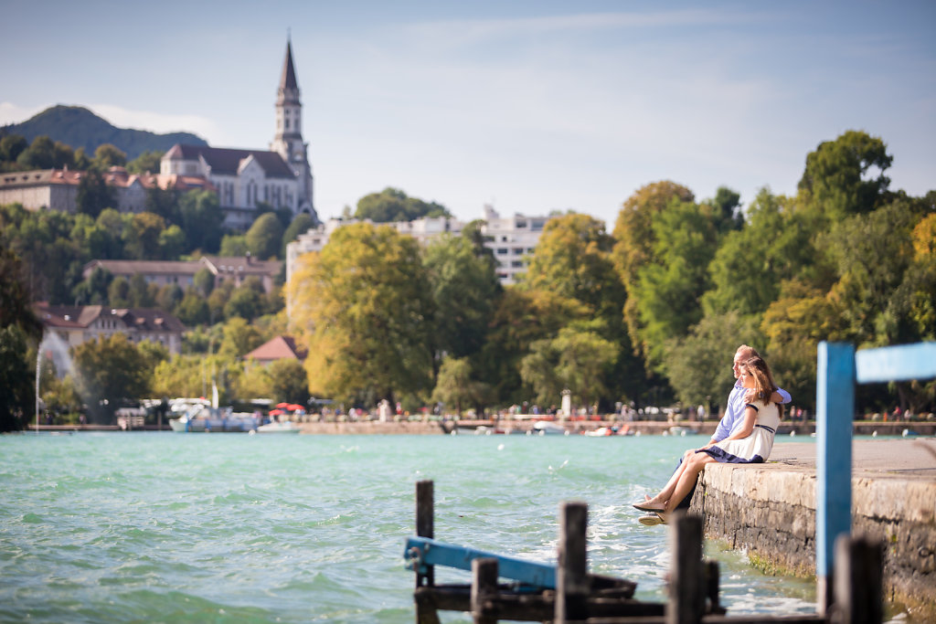 amoureux annecy bridge couple date destination wedding french alps destination wedding geneva geneve lake le blog de neroli love love session annecy love session geneva lovesession picture save savethedate septembre session the wedding geneva
